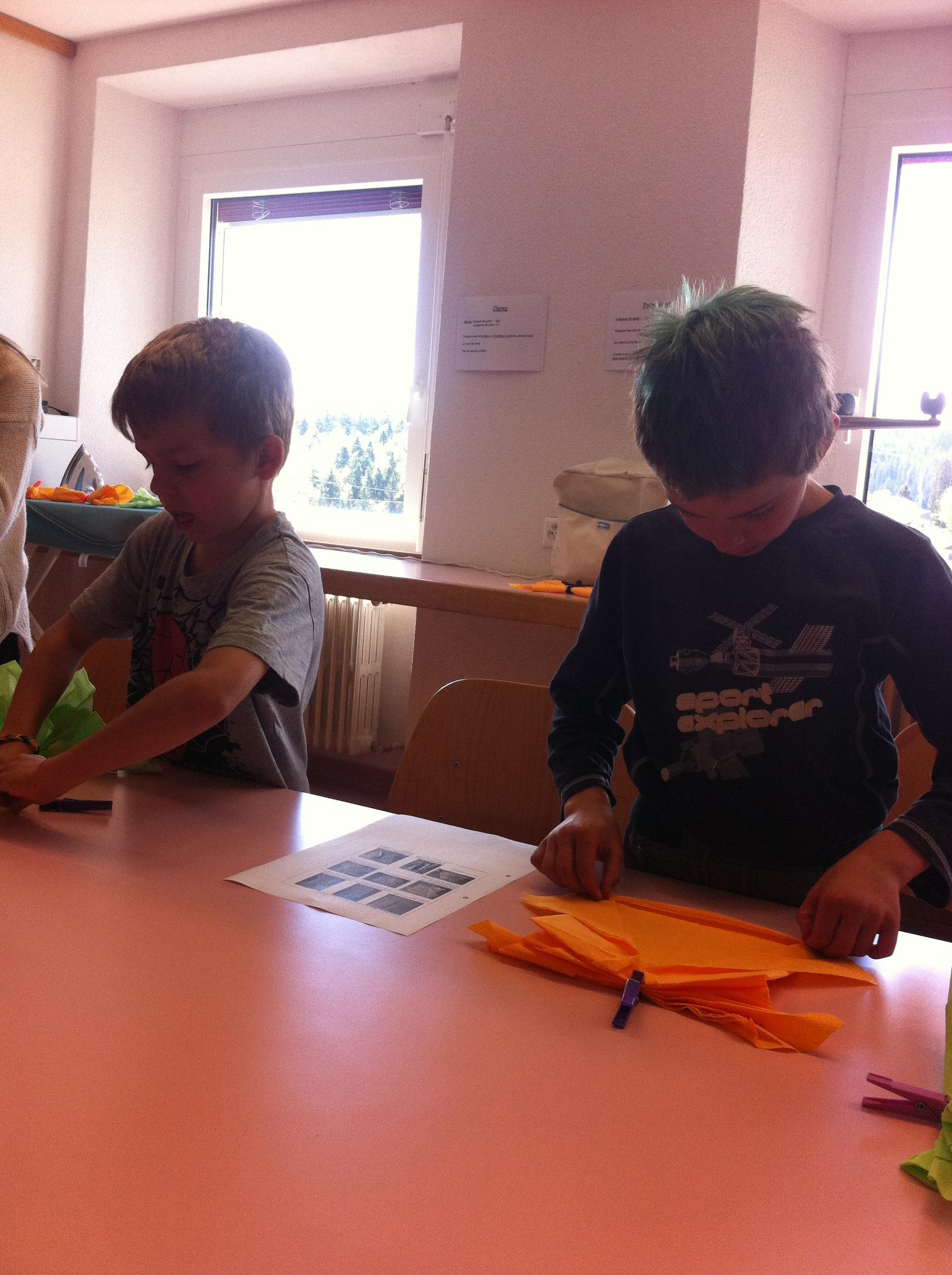Ecole primaire les genevez d corations printani res for Decoration fenetre ecole